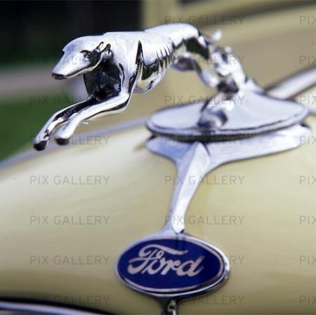 Kylarprydnad på Ford