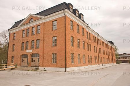 Gammal svensk kasernbyggnad