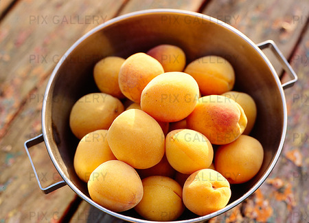 Persikor i skål