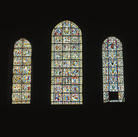 Kyrkfönster i katedralen i Chartre
