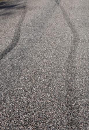 Bromsspår från bil