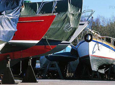 Fritidsbåtar på land