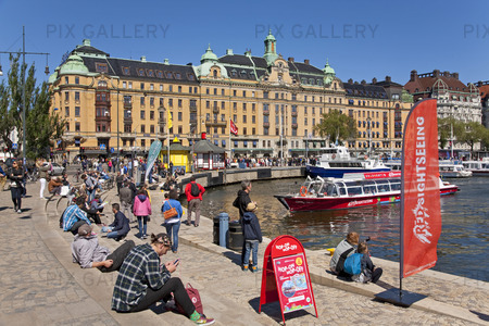 Folkliv på Strandvägen vid Östermalm, Stockholm