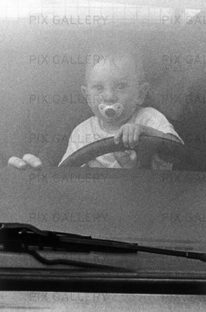 Ung bilförare