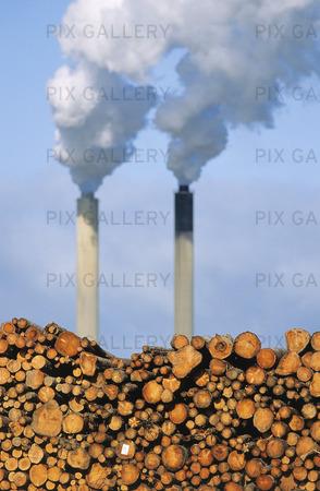 Timmer och rök från skorstenar