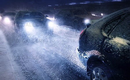 Bil i snöstorm