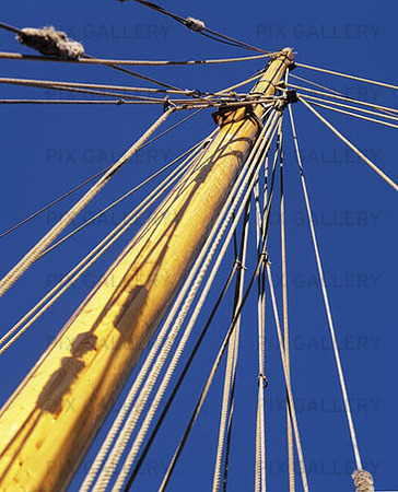 Mast for sailing vessels