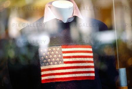 USA-flagga på tröja i skyltfönster