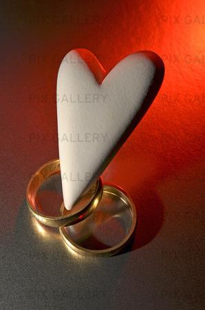Hjärta och vigselringar