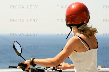 Kvinna på motorcykel
