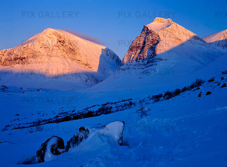 Morgonsol på Tolpagorni, Lappland