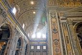 Ljusstrålar i St Peters kyrkan