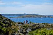 Turister på Dyröleden på Stora Dyrön, Bohuslän