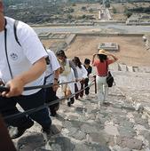 Turister på Solpyramiden, Mexico