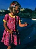 Flicka med krabba