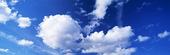 Moln på blå himmel