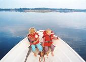 Barn i fritidsbåt