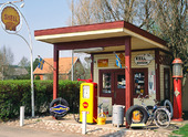 Äldre bensinstation i Sollebrunn, Västergötland