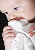 Baby som funderar