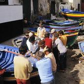 Kortspel i fiskeby på Madeira, Portugal