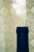 Flaska vid gardin