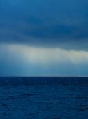 Övädershimmel över havet