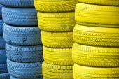Blå och gula däck