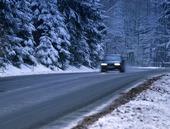 Bil på vinterväg