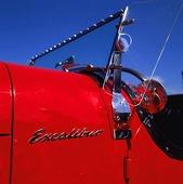 Röd veteranbil