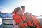 Flickor på båt