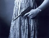 Kvinna med pistol