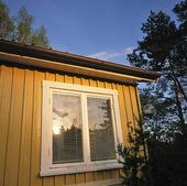 Fönster på sommarstuga