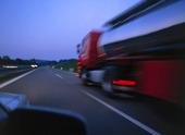 Tankbil på motorväg