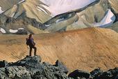 Kvinna vid berg, Island