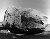 Ägg vid stor sten