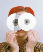 Kvinna med data-skivor
