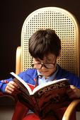 Pojke läser