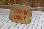 Skylt, crew only