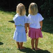 Två små flickor