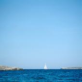 Segelbåt på västkusten