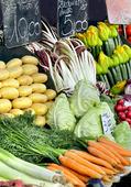 Färska grönsaker på marknaden