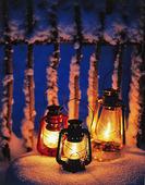 Ljuslyktor i snö