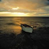 Roddbåt på strand