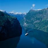 Kryssningsfartyg på Geirangerfjorden, Norge