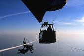 Fallskärmshopp från luftballong