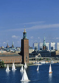Segelbåtar vid Stadshuset, Stockholm