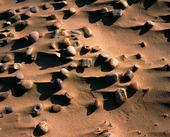 Stenar på sandstrand