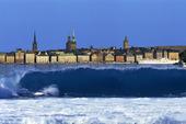 Surfvåg i Stockholm (montage)