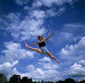 Flicka hoppar