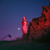 Kvinna i månljus
